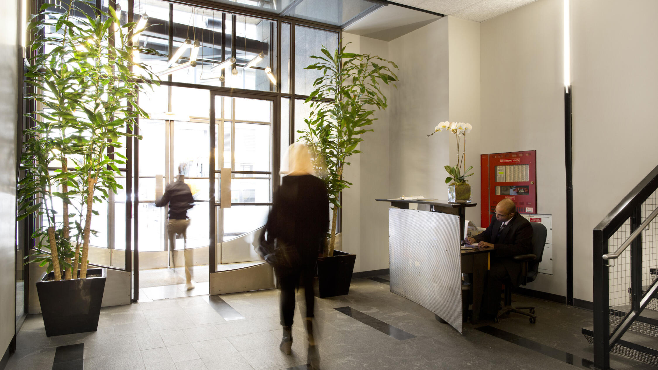 325 Hudson lobby with visitors walking through door and concierge at desk