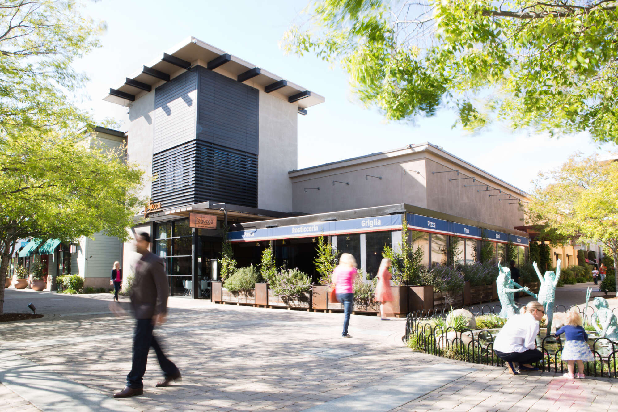 Alameda South Shore Center common area with restaurant and guests in courtyard