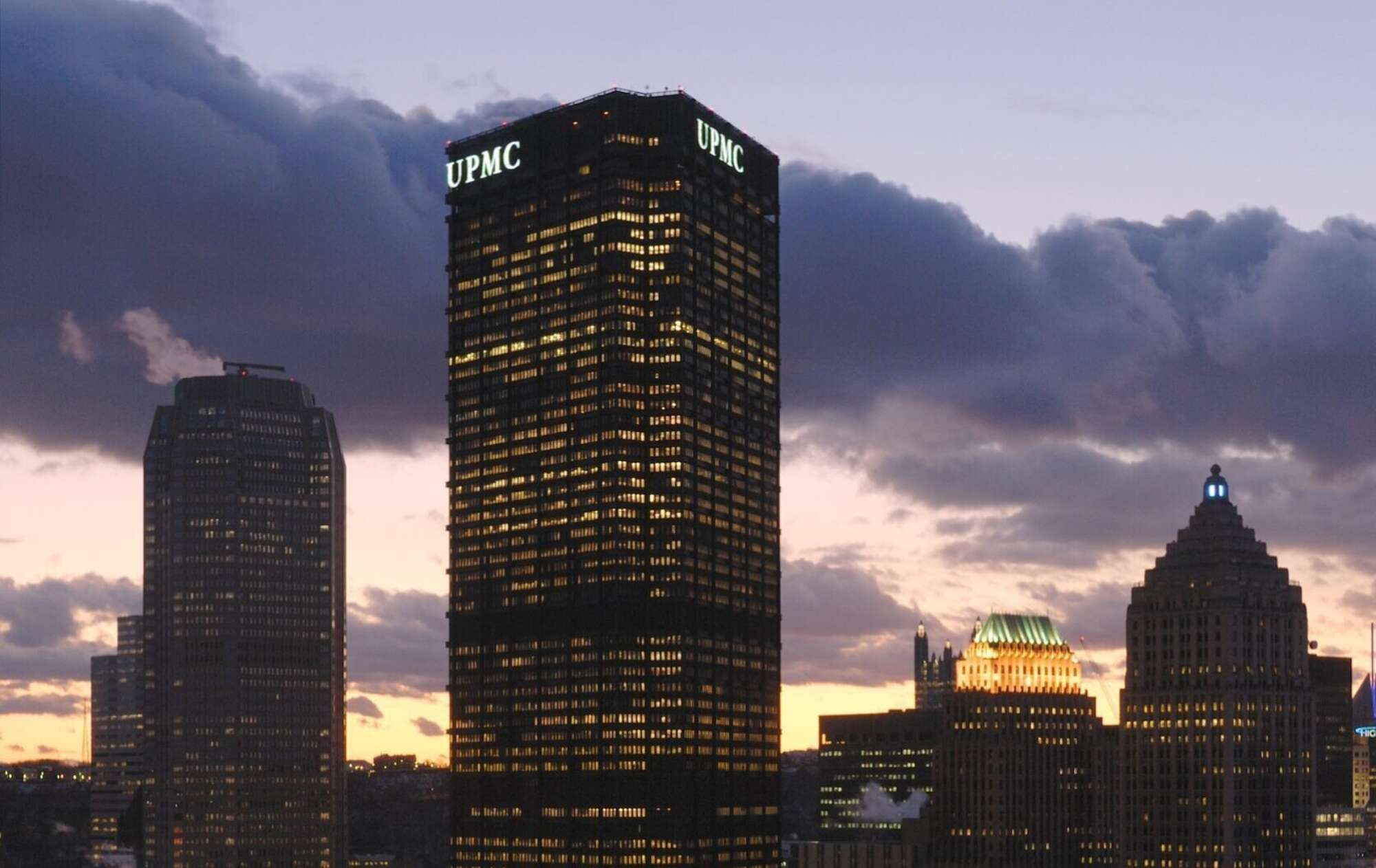 The Philadelphia skyline at sunset with The U.S. Steel Tower in the foreground